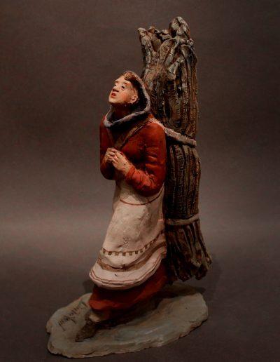 Portatrice di legna con fascina legata alle spalle
