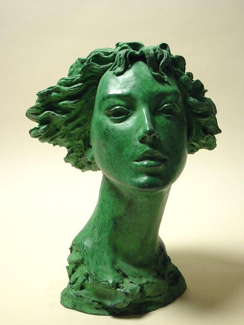 Bronzo a sfumatura verde, ritratto di ragazza con capelli mossi