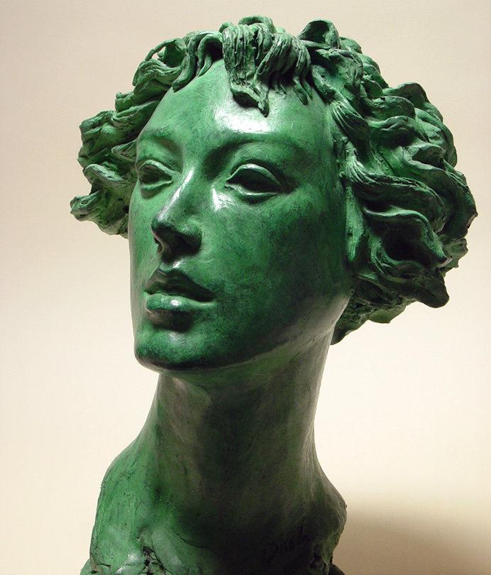 Bronzo a sfumatura verde, ritratto di ragazza: trequarti sinistra